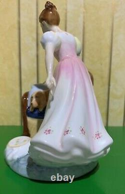 ROYAL DOULTON LADY BEAT YOU TO IT GIRL WITH LABRADOR MODEL No. HN 2871 PERFECT